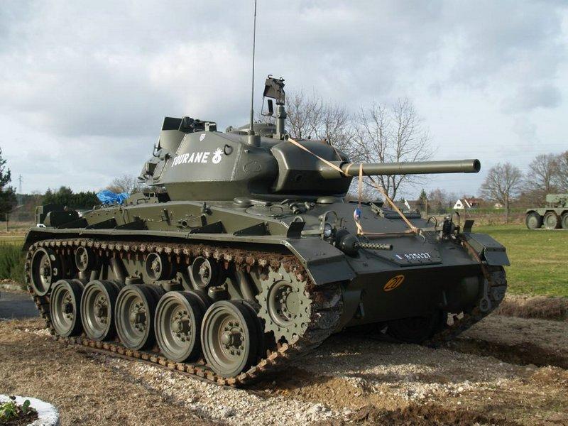 Chars US 1944 sur la base d'Olivet M24%20Chaffee%20Olivet%202