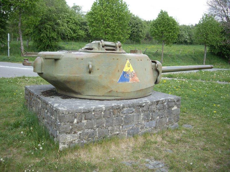 http://the.shadock.free.fr/Tanks_in_France/T23bastogne_clervaux/images/T23%20turret%20Bastogne%20road%20to%20Clervaux%206.JPG