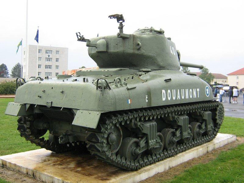 CARTE DES CHARS & VÉHICULES DE LA 2ème DB M4A1%20Sherman%20'Douaumont'%20Mourmelon%203